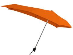 Titta närmare på paraplyet Senz° Smart S